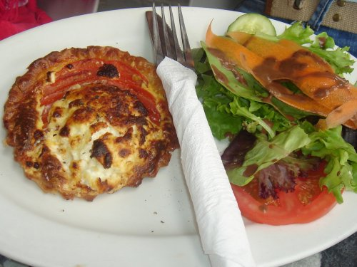 Goats cheese & tomato quiche