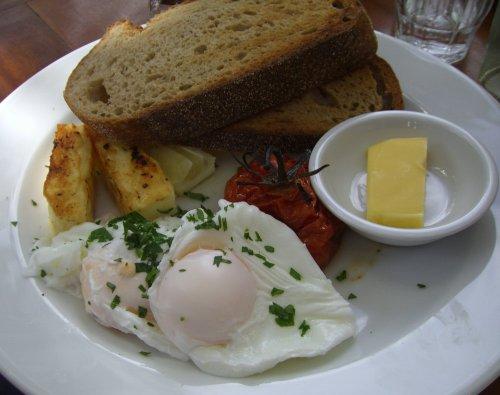 Free range eggs with roasted truss tomatoes & haloumi