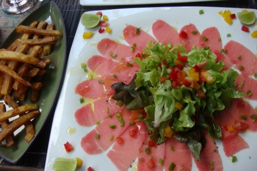 Special of the Day: Tuna Carpaccio with French Fries