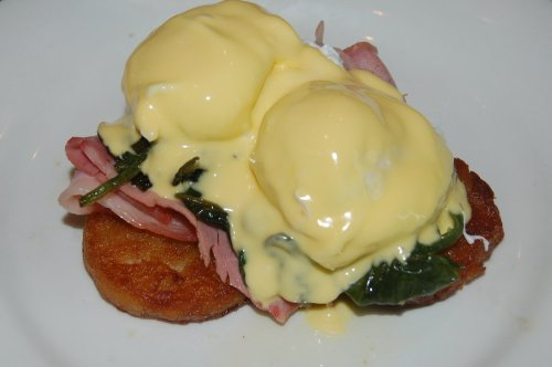 Poached eggs with Black Forest ham, spinach, potato roesti and hollandaise sauce