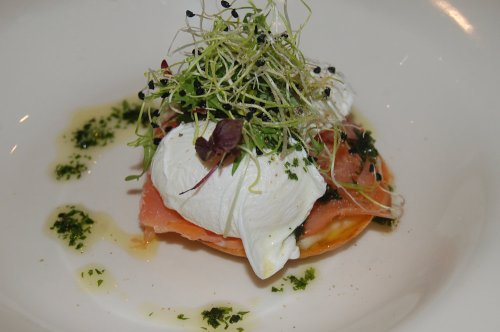 Smoked salmon and leek fondue tartlet with poached eggs