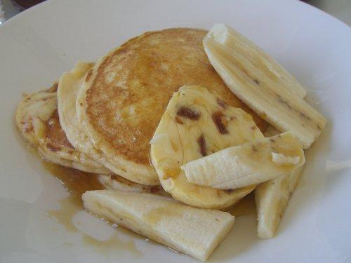 Ricotta hotcakes, fresh banana and honeycomb butter