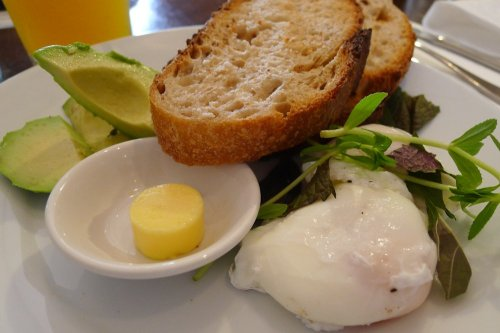 Poached eggs with toast