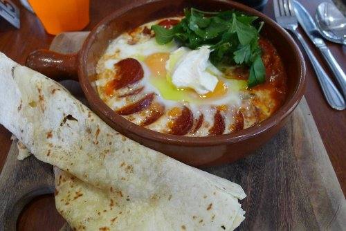 Sucuk baked eggs