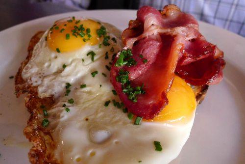 Fried eggs on sourdough toast