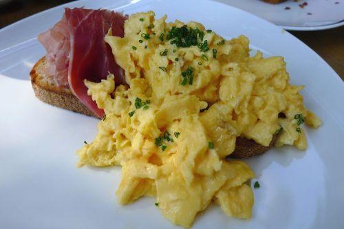 Scrambled eggs, chives, 14 months aged San Danielle prosciutto