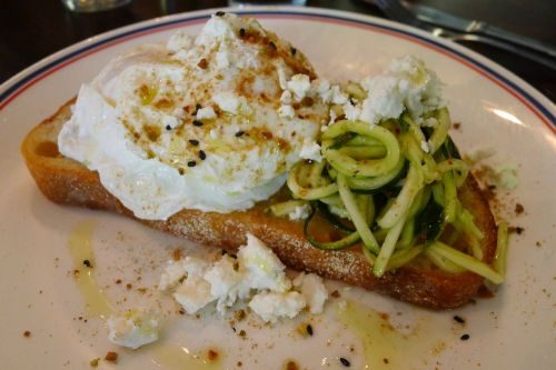 Poached eggs with zuchinni