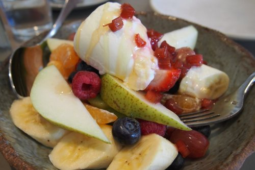 Fruit salad & yoghurt