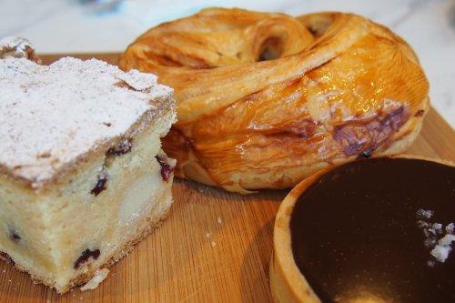 Blondie, escargot and salted caramel tart