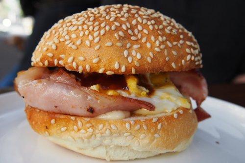 Bacon & egg bun