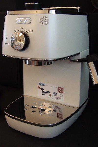 Distinta pump-driven espresso maker (pure white)