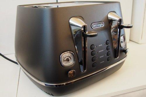Distinta 4 slice toaster (elegant black)