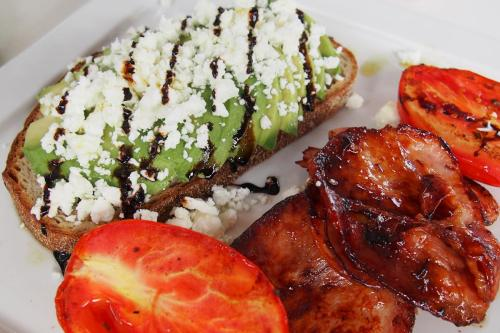 Avocado, feta and balsamic apple glaze