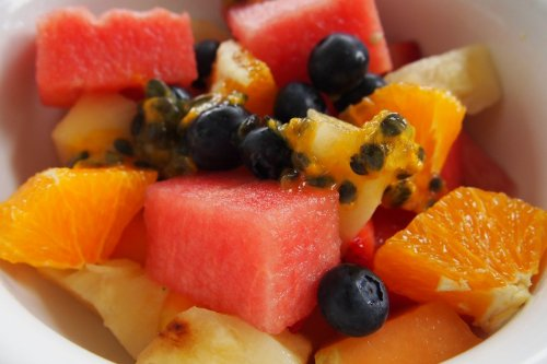 Fruit salad with yoghurt and honey
