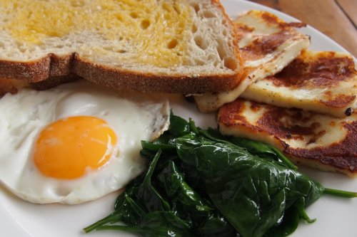 Haloumi, spinach and egg