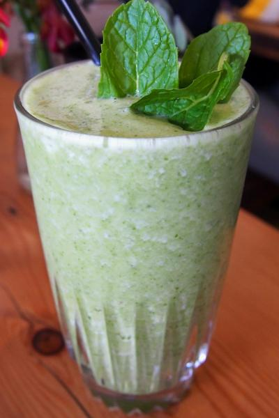 Pineapple, apple and mint smoothie