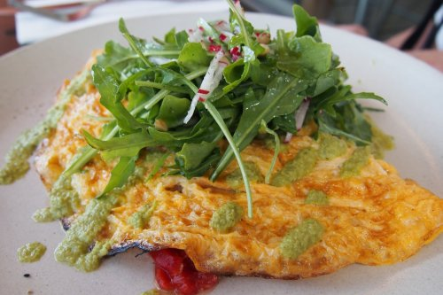 Roasted pepper & Manchego omelette