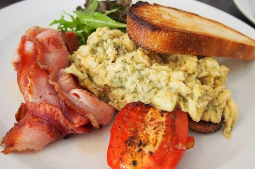 Feta & pesto scrambled eggs